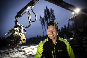 Pierre Ragnarsson bor i Hammarstrand och kör skogsmaskin utanför Långsele åt skogsbolagsjätten SCA.