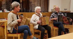 """Birgit """"Bibban"""" Jansson fick nöjet att spela med dotter och måg, Eva & Tage. Foto: Inger Nilsson"""