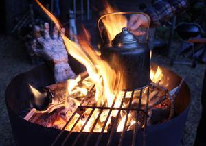 Kokkaffe över öppen eld är det godaste.