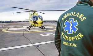 Efter att ha sagt nej före helgen erbjöd Region Uppsala på måndagen att bistå Stockholm med ambulanshelikopter. Nu måste regionerna samarbeta så att landets samlade resurser utnyttjas optimalt.