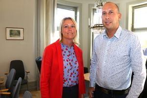 Socialdemokraterna Veronica Wallgren och Magnus Andersson vill utöka byggtakten, göra det lättare för ungdomar att ta del av aktiviteter inne i Hallsberg och utreda  förutsättningarna för att bygga en ny hall för idrott och föreningsliv.