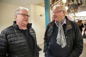 Torgny Wiklund och Kurt Kristensen har ett som man tror säkert recept för att få mer liv och rörelse i centrum och det är att öppna gågatan för trafik.