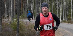 Dan Olsson från Sundsvall segrade i Umeå halvmaraton på tiden 1.12.14.