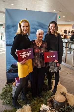 Både vigselförrättarna Malin Lindbom och Lena Andersson och Jennie Forsström från Birsta city hoppades på att många kärlekspar skulle ta chansen under drop in-vigseln.