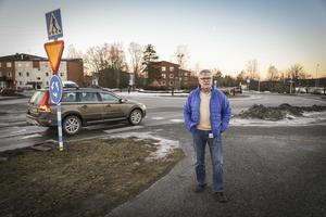 Regionrådet Christer Siwertsson  (M) är inte nådig i sin kritik mot Fyrvallarondellen.