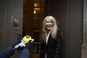 Akademiledamoten Kristina Lugn anländer till Svenska akademiens ordinarie torsdagsmöte i Börshuset i Gamla Stan i Stockholm.Foto: Pontus Lundahl / TT