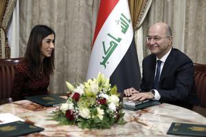 Nadia Murad tillsammans med Iraks president Barham Salih i Bagdad. Regeringar har börjat arbeta för en skyddszon för  religiösa minoritetet i Irak. Bild: Karim Kadim