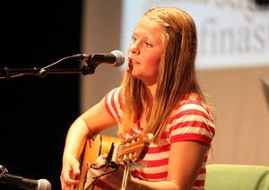 Johanna Bergman kom tvåa med en låt som hon skrivit själv. Johanna tog därmed en finalplats.