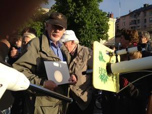 Jan Wallin från Örebro astronomi visar en projicering av hur det såg ut när Venus passerade framför solen.