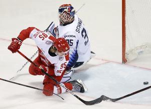 Nick Olesen gjorde mål på NHL-målvakten Cory Schneider i VM mot USA, danskarna förlorade dock matchen. Foto: Bildbyrån