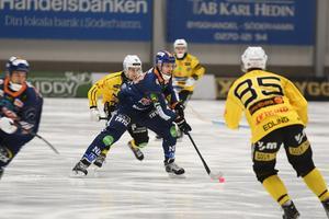 Patrik Nilsson smällde in två viktiga och poänggivande mål i derbyt – ett på hörna och ett på frislag. Som det anstår en skarpskytt i prima form.