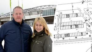 Frank Olofsson, flygplatschef och Sara Rylander, marknadsansvarig vill bygga om parkeringarna på Sundsvall-Timrå Airport.