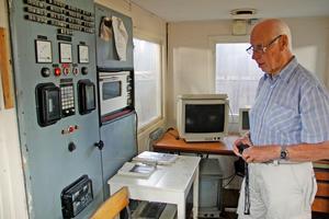Knut Barr har dokumenterat linbanan sedan 2002. Här i manöverkuren högst upp i stationen vid Malmberga.