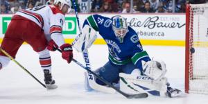 Jacob Markström kommer möjligtvis att missa flera matcher för sitt Vancouver Canucks.