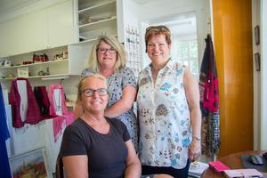 Eva Gustafsson, Mirjam Ekebom och Åsa Karlsson är med i den nystartade centrumföreningen i Norberg. Samarbetet mellan lokala handlare är redan gott, menar de, men det blir ännu enklare i en förening.
