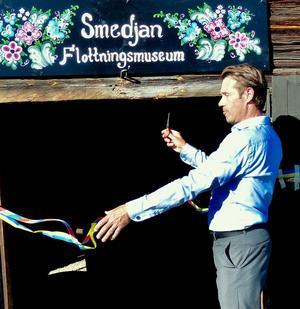 Christer Björklund klippte invigningsbandet. Foto: Thomas Dolk