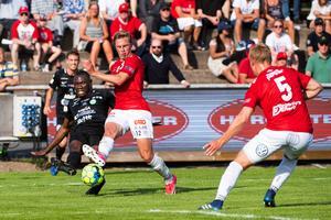 Degerfors Erik Lindell i lördagens match mot Västerås på Stora Valla. Foto: Bildbyrån