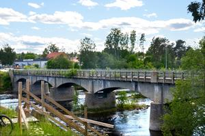 Den gamla bron över Ljungan, intill gamla E4, ska rivas.