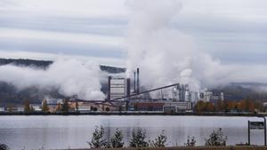 Östrandsfabriken i Timrå beräknas gå för fullt vid slutet av året. Men först ska Hans Majestät konungen inviga.