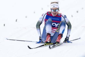 Stina Nilsson efter målgången i semifinalen i Otepää, där hon olyckligt åkte på en bristning i lårets baksida. Foto: Terje Pedersen/NTB Scanpix/TT