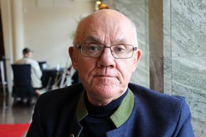 Fredrik Hopfgarten drabbades av cancer i ändtarmen. Han  botades genom operation, men lever fortfarande med svåra biverkningar.