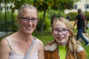 Besökarna Cecilia Andersson och Tea Andersson som deltidsbor i Delsbo.