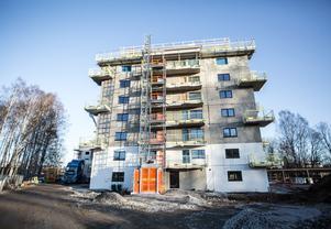 En av de två nybyggda hyreshusen vid Studievägen i Borlänge. Projekt stadsdelen Jakobsdalens första hus.