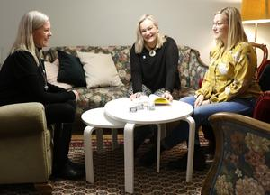 Lena Wiking från NBV samarbetar med Maria Comstedt och Josephine Hedlund, från anhörigföreningen AHA, för att uppmärksamma problemen med droger och kriminalitet i Örebro - och svårigheterna de anhöriga kämpar med.