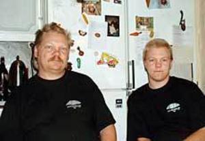 Christer och Tomas Sundberg har sökt många jobb men ännu inte fått napp, fast hoppet finns alltjämt hos far och son. Foto: ULF GRANSTRÖM