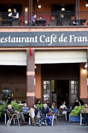Runt torget Djemaa el-Fna i Marrakech finns flera kaféer att vila benen på.
