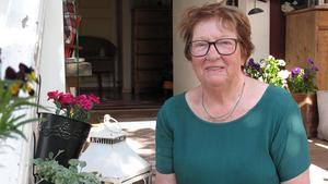 Den första juli fyller Gunlis Gäfvert Andersson 80 år. Hon är en känd för sina mustiga karaktärer i lokalrevyer och bygdespel i Fagersta.Foto: Margaretha Eriksson