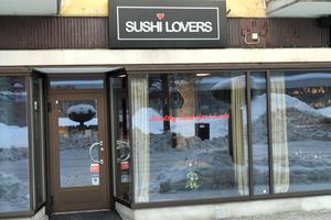 Sushi Lovers. För drygt ett år sedan flyttade verksamheten till nuvarande lokaler. Den hade då drivits i en mindre lokal i åtta år.