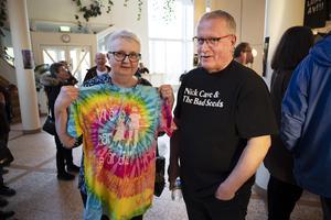 Anita Billfors köpte sig en färgglad tröja med låttiteln