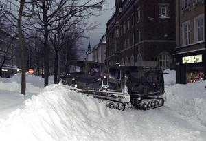 Förarna av försvarets bandvagnar tillhörde hjältarna medan snöovädret pågick. Foto:Lars Rosenblom.