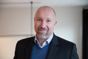 Johan Schönbeck (S), säljare, Enhörna, 50 år.