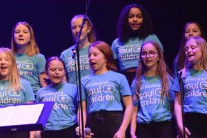 """""""Soul children"""" och """"Soul teens"""" under ledning av Sanna Norberg stod knappast stilla ens en sekund under sina framträdanden."""