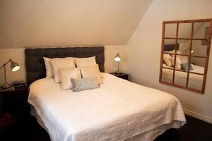 Sofias och Johans sovrum.