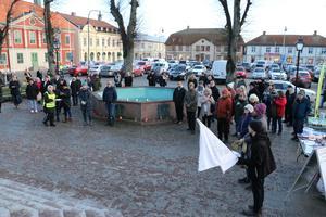 Ljusmanifestation i Torgparken.
