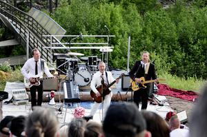 Torgny Kingen Karlsson tillsammans med Morgan Jönsson och Staffan Westfält.  När Rocken kom till Sveg part 2 är en vidareutveckling av föreställningen med historier från Kingens egen musikaliska uppväxt .