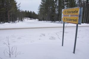 Här nere vid landsvägen mellan Hemling och Storborgaren ville Postnord sätta upp en postlåda för makarna Brodins post.