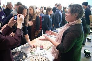 """Maria Mörner var med som deltagare i konferensen i fjol. I år var hon med som finalist med sin gelé gjord på Nykvarnsodlade vindruvor. Motiveringen lyder: """"En produkt med en komplex smakpalett som bjuder på stora smakupplevelser. En användbar produkt för restaurang och storkök som dessutom har en stark regional koppling och är producerad på ett hållbart sätt""""."""