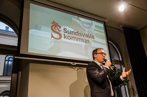 Peder Björk (S) anser han det felaktigt påståtts att han sagt att det ska sparas stora pengar på äldreomsorgen i Sundsvalls kommun.