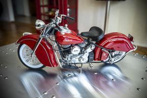Inte en Harley-Davidson men väl en Indian finns i vardagsrummet.