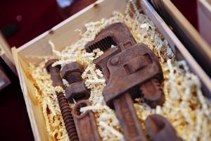 Verktygen i choklad var förmodligen helt oanvändbara som just verktyg, men desto mer goda att äta på.