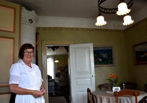 Ann-Marie Wikström är kassör i styrelsen, i Ragunda Hembygdsförening och sköter för dagen serveringen.