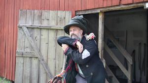 Skådespelaren Daniel Epstein från Stockholm spelar luffare för tredje året i rad.