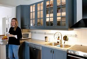 Anna-Karin Alm och hennes sambo förnyade köket med färg.