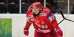 Poängmaskinen Patrik Karlkvist har hittat formen och då rullar poängen in både för honom och Modo. Bild: Jonas Forsberg/Bildbyrån