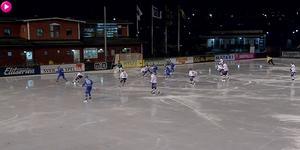 Elias Gillgren klipper in 3–2 ur dålig vinkel. Foto: Skärmdump/Bandyplay