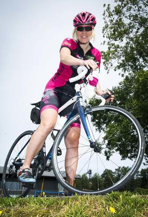 Cilla Eriksson från Lugnetkyrkan på väg mot sin 350-mila cykelmission i Kalifornien under två månader i höst.